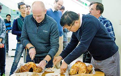 交大密西根学院感恩节午餐会圆满结束