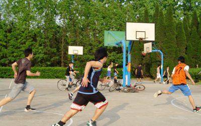"""热烈祝贺密西根学院篮球队打进上海交通大学""""体总杯""""篮球赛八强"""