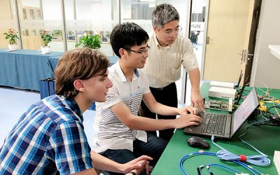 王旭东:把教书育人的责任与使命放在首位
