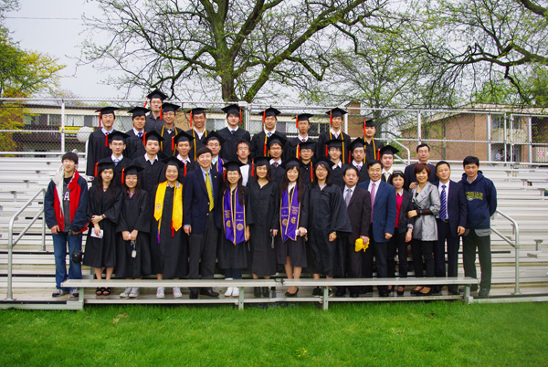 The first group of dual degree students successfully completed their studies and graduated from UM.