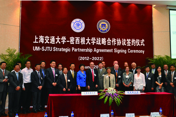 The two universities signed a new 10-year strategic partnership agreement (2012-2022).