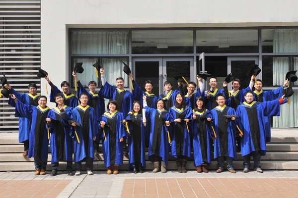 The first batch of postgraduate students graduated from the UM-SJTU Joint Institute.