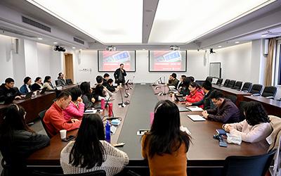 密西根学院教工党支部集中学习《习近平谈治国理政》